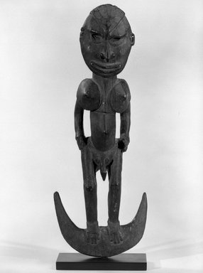 Iatmul. <em>Hook Figure</em>. Wood, 15 x 15 1/2 in. (38.1 x 39.4 cm). Brooklyn Museum, Gift of Marcia and John Friede and Mrs. Melville W. Hall, 87.218.3. Creative Commons-BY (Photo: Brooklyn Museum, 87.218.3_bw.jpg)