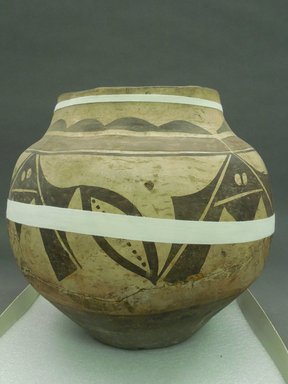 Haak'u (Acoma Pueblo). <em>Jar</em>. Clay, slip, 11 1/2 X 11 3/4 in (29.2 X 29.8 cm). Brooklyn Museum, By exchange, 01.1535.2174. Creative Commons-BY (Photo: Brooklyn Museum, CUR.01.1535.2174.jpg)