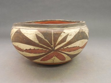Haak'u (Acoma Pueblo). <em>Bowl</em>. Clay, slip, 4 1/2 x 9 3/4 in (11.4 x 24.8 cm). Brooklyn Museum, By exchange, 01.1535.2177. Creative Commons-BY (Photo: Brooklyn Museum, CUR.01.1535.2177.jpg)