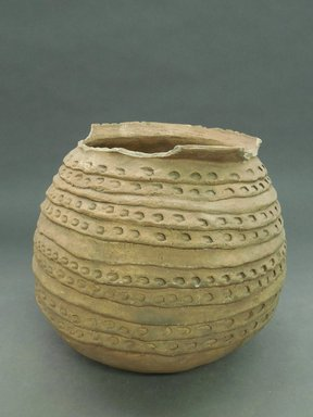 She-we-na (Zuni Pueblo). <em>Coiled Ware Jar</em>. Clay, 8 1/8 x 9 1/2 in. (20.6 x 24.1 cm). Brooklyn Museum, Museum Expedition 1903, Museum Collection Fund, 03.325.4725. Creative Commons-BY (Photo: Brooklyn Museum, CUR.03.325.4725.jpg)