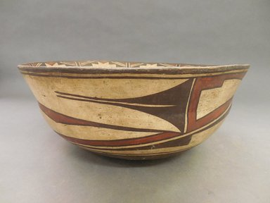 She-we-na (Zuni Pueblo). <em>Food Bowl (I-to-nak-kia-sa-lai)</em>. Clay, pigment, 5 1/4 x 13 x 13 in. (13.3 x 33 x 33 cm). Brooklyn Museum, Museum Expedition 1904, Museum Collection Fund, 04.297.5298. Creative Commons-BY (Photo: Brooklyn Museum, CUR.04.297.5298_view1.jpg)