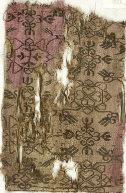 Syrian. <em>Fragment with Stylized Botanical Decoration</em>, 6th-7th century C.E., or later. Silk, 7 3/4 x 5 in. (19.7 x 12.7 cm). Brooklyn Museum, Charles Edwin Wilbour Fund, 05.306. Creative Commons-BY (Photo: Brooklyn Museum (in collaboration with Index of Christian Art, Princeton University), CUR.05.306_ICA.jpg)