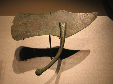 <em>Razor</em>, ca. 1539-1292 B.C.E. Bronze, 2 3/16 x 5 13/16 in. (5.5 x 14.8 cm). Brooklyn Museum, Charles Edwin Wilbour Fund, 05.322. Creative Commons-BY (Photo: Brooklyn Museum, CUR.05.322_erg456.jpg)