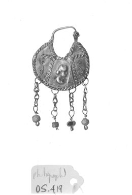Roman. <em>Earring Pendant</em>, 2nd-3rd century C.E. Gold, glass, 1 x 1 7/8 in. (2.6 x 4.7 cm). Brooklyn Museum, Ella C. Woodward Memorial Fund, 05.419. Creative Commons-BY (Photo: Brooklyn Museum, CUR.05.419_NegID_05.419_GRPA_cropped_print_bw.jpg)