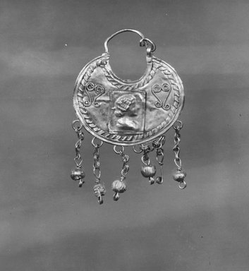 Roman. <em>Earring Pendant</em>, 2nd-3rd century C.E. Gold, glass, 1 1/4 x 2 1/16 in. (3.1 x 5.2 cm). Brooklyn Museum, Ella C. Woodward Memorial Fund, 05.422. Creative Commons-BY (Photo: Brooklyn Museum, CUR.05.422_NegA_print_bw.jpg)