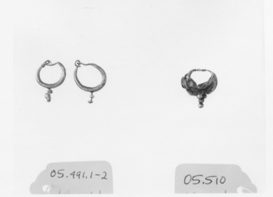 Roman. <em>Pair Earrings</em>, 3rd century C.E. Gold, 05.491.1: 13/16 in. (2 cm). Brooklyn Museum, Ella C. Woodward Memorial Fund, 05.491.1-.2. Creative Commons-BY (Photo: , CUR.05.491.1-.2_05.510_NegID_05.491.1-.2_GRPA_print_bw.jpg)
