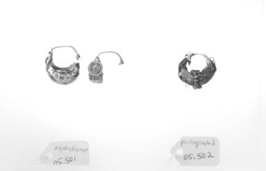 Roman. <em>Single Earring</em>, 1st-2nd century C.E. Gold, garnet, 3/4 in. (1.9 cm). Brooklyn Museum, Ella C. Woodward Memorial Fund, 05.502. Creative Commons-BY (Photo: , CUR.05.501_05.502_NegID_05.501_GRPA_print_bw.jpg)