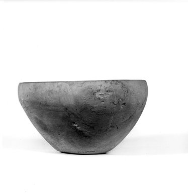 <em>Bowl</em>, ca. 3100-2675 B.C.E. Limestone, 3 1/4 x Diam. 6 in. (8.3 x 15.3 cm). Brooklyn Museum, Charles Edwin Wilbour Fund, 07.447.147. Creative Commons-BY (Photo: Brooklyn Museum, CUR.07.447.147_NegA_print_bw.jpg)