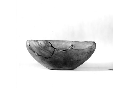 <em>Bowl</em>, ca. 3100-2675 B.C.E. Egyptian alabaster (calcite), 3 1/16 x Diam. 7 1/2 in. (7.8 x 19 cm). Brooklyn Museum, Charles Edwin Wilbour Fund, 07.447.19. Creative Commons-BY (Photo: Brooklyn Museum, CUR.07.447.19_NegA_print_bw.jpg)