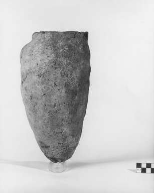 <em>Ovoid Storage Pot</em>, ca. 3100-2675 B.C.E. Clay, 10 9/16 x Diam. 5 5/8 in. (26.8 x 14.3 cm). Brooklyn Museum, Charles Edwin Wilbour Fund, 07.447.301. Creative Commons-BY (Photo: Brooklyn Museum, CUR.07.447.301_negA_print.jpg)
