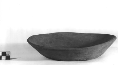 <em>Shallow Bowl</em>, ca. 3100-2675 B.C.E. Clay, 1 7/8 x Diam. 8 1/4 in. (4.8 x 21 cm). Brooklyn Museum, Charles Edwin Wilbour Fund, 07.447.305. Creative Commons-BY (Photo: Brooklyn Museum, CUR.07.447.305_NegA_print_bw.jpg)