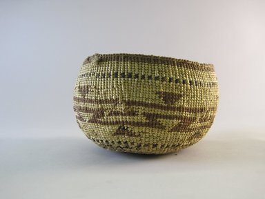 Hupa. <em>Basket Bowl</em>. Fiber, 3 3/4 × 5 3/4 × 5 1/2 in. (9.5 × 14.6 × 14 cm). Brooklyn Museum, By exchange, 07.468.9328. Creative Commons-BY (Photo: Brooklyn Museum, CUR.07.468.9328.jpg)