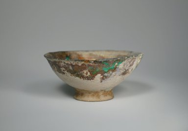 <em>Small Bowl</em>, 13th century. Ceramic, fritware, 2 3/8 x 5 1/2 in. (6.1 x 14 cm). Brooklyn Museum, Museum Collection Fund, 08.18. Creative Commons-BY (Photo: Brooklyn Museum, CUR.08.18_exterior.jpg)
