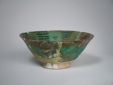 <em>Bowl</em>, 13th century. Ceramic, fritware, 3 5/8 x 7 1/2 in. (9.2 x 19 cm). Brooklyn Museum, Museum Collection Fund, 08.36. Creative Commons-BY (Photo: Brooklyn Museum, CUR.08.36_exterior.jpg)