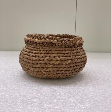 Susana Graves (Pomo). <em>Basket for Clay Balls for killing Mud Hens (8581) (bi-chul ka-tu-li)</em>, ca. 1906. Tule, reed, 5 × 8 1/2 × 8 1/4 in. (12.7 × 21.6 × 21 cm). Brooklyn Museum, Museum Expedition 1908, Museum Collection Fund, 08.491.8612. Creative Commons-BY (Photo: Brooklyn Museum, CUR.08.491.8612.jpg)