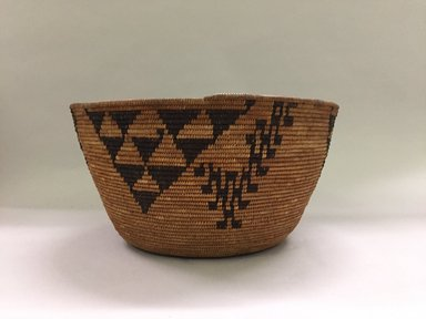 Amanda Wilson (Maidu, ca. 1860-1946). <em>Coiled Cooking Basket (Bush-ku) with mountain quail topknot design (wash-wash-ka)</em>, ca. 1908. Sedge root, split redbud shoots, willow rods, 7 x 15 in. (18.5 x 38.0 cm). Brooklyn Museum, Museum Expedition 1908, Museum Collection Fund, 08.491.8683. Creative Commons-BY (Photo: , CUR.08.491.8683_side01.jpg)