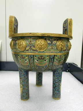<em>Large Tripod Incense Burner and Cover</em>, 18th century. Cloisonné enamel on copper alloy, 13 3/4 x 9 3/16 in. (35 x 23.3 cm). Brooklyn Museum, Gift of Samuel P. Avery, 09.483a-b. Creative Commons-BY (Photo: Brooklyn Museum, CUR.09.483a.jpg)