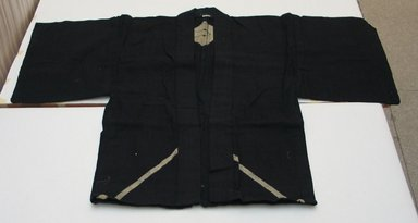 <em>Man's Short Coat</em>, early 20th century. Bast fiber, 32 11/16 x 48 1/16 in. (83 x 122 cm). Brooklyn Museum, 09.787. Creative Commons-BY (Photo: Brooklyn Museum, CUR.09.787.jpg)