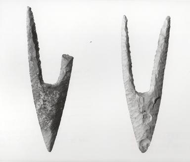 <em>Projectile Point</em>, ca. 3800-3300 B.C.E. Flint, 1 x 3 7/16 in. (2.6 x 8.7 cm). Brooklyn Museum, Charles Edwin Wilbour Fund, 09.889.128. Creative Commons-BY (Photo: , CUR.09.889.127_09.889.128_NegID_09.889.127GRPB_print_bw.jpg)