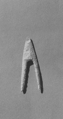 <em>Projectile Point</em>, ca. 4400-3100 B.C.E. Flint, 1 1/8 x 3 1/4 in. (2.8 x 8.3 cm). Brooklyn Museum, Charles Edwin Wilbour Fund, 09.889.127. Creative Commons-BY (Photo: Brooklyn Museum, CUR.09.889.127_NegA_print_bw.jpg)