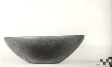 <em>Large Deep Plate</em>, ca. 3100-2625 B.C.E. Serpentine, 3 11/16 x Diam. 11 3/16 in. (9.4 x 28.4 cm). Brooklyn Museum, Charles Edwin Wilbour Fund, 09.889.3. Creative Commons-BY (Photo: Brooklyn Museum, CUR.09.889.3_NegA_print_bw.jpg)