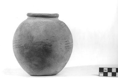 <em>Small Urn with Coarse Linear Ornamentation</em>, ca. 4400-3100 B.C.E. Terracotta, pigment, 5 5/16 x 5 1/4 in. (13.5 x 13.3 cm). Brooklyn Museum, Charles Edwin Wilbour Fund, 09.889.422. Creative Commons-BY (Photo: Brooklyn Museum, CUR.09.889.422_NegA_print_bw.jpg)