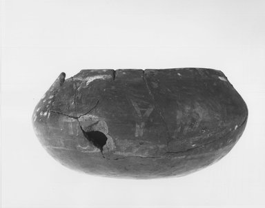 <em>Flat Urn</em>, ca. 4400-3100 B.C.E. Clay, pigment, 2 11/16 x 5 11/16 in. (6.8 x 14.4 cm). Brooklyn Museum, Charles Edwin Wilbour Fund, 09.889.443. Creative Commons-BY (Photo: Brooklyn Museum, CUR.09.889.443_NegC_print_bw.jpg)