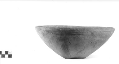 <em>Dish</em>, ca. 4400-3100 B.C.E. Terracotta, Diameter: 9 in. (22.9 cm). Brooklyn Museum, Charles Edwin Wilbour Fund, 09.889.506. Creative Commons-BY (Photo: Brooklyn Museum, CUR.09.889.506_NegA_print_bw.jpg)