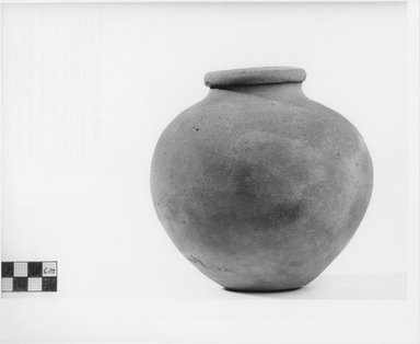 <em>Urn</em>, ca. 3100-2800 B.C.E. Terracotta, 5 13/16 x Diam. 6 in. (14.8 x 15.2 cm). Brooklyn Museum, Charles Edwin Wilbour Fund, 09.889.528. Creative Commons-BY (Photo: Brooklyn Museum, CUR.09.889.528_NegB_print_bw.jpg)
