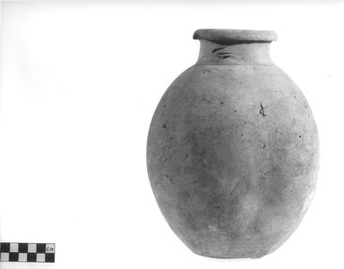 <em>Globular Bottle</em>, ca. 4400-3100 B.C.E. Terracotta Brooklyn Museum, Charles Edwin Wilbour Fund, 09.889.780. Creative Commons-BY (Photo: Brooklyn Museum, CUR.09.889.780_NegA_print_bw.jpg)