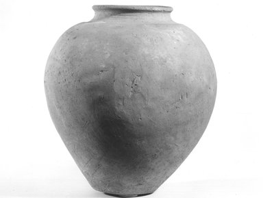 <em>Inverted Pear Shaped Jar</em>, ca. 4400-3100 B.C.E. Terracotta, Height: 10 1/16 in. (25.5 cm). Brooklyn Museum, Charles Edwin Wilbour Fund, 09.889.785. Creative Commons-BY (Photo: Brooklyn Museum, CUR.09.889.785_NegA_print_bw.jpg)