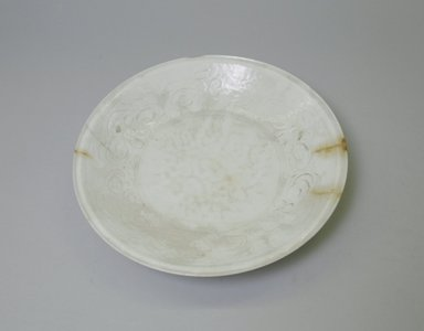 <em>Saucer-shaped Plate</em>. Ceramic, 2 3/16 x 9 13/16 in. (5.5 x 24.9 cm). Brooklyn Museum, Gift of Robert B. Woodward, 12.58. Creative Commons-BY (Photo: Brooklyn Museum, CUR.12.58_interior.jpg)