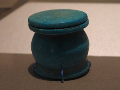 <em>Undecorated Kohl Jar with Lid</em>, ca. 1539-1292 B.C.E. Faience, 1 3/4 x 1 7/8 in. (4.5 x 4.8 cm). Brooklyn Museum, Gift of the Egypt Exploration Fund, 14.609a-b. Creative Commons-BY (Photo: Brooklyn Museum, CUR.14.609a-b_erg456.jpg)