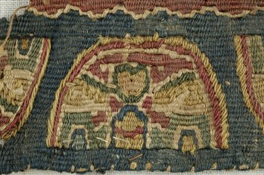 Coptic. <em>Band Fragment with Semi-Circle Decoration</em>, 5th-6th century C.E. Flax, wool, 1/2 x 4 in. (1.3 x 10.2 cm). Brooklyn Museum, Gift of the Egypt Exploration Fund, 15.455. Creative Commons-BY (Photo: Brooklyn Museum (in collaboration with Index of Christian Art, Princeton University), CUR.15.455_detail01_ICA.jpg)
