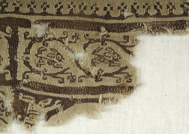 Coptic. <em>Fragment with Animal and Botanical Decorations</em>, 5th-6th century C.E. Linen, wool, 4 x 6 1/2 in. (10.2 x 16.5 cm). Brooklyn Museum, Gift of the Egypt Exploration Fund, 15.461. Creative Commons-BY (Photo: Brooklyn Museum (in collaboration with Index of Christian Art, Princeton University), CUR.15.461_detail01_ICA.jpg)