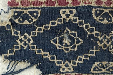 Coptic. <em>Band Fragment with Lozenge Decorations</em>, 6th century C.E. (possibly). Flax, wool, 2 9/16 x 3 9/16 in. (6.5 x 9 cm). Brooklyn Museum, Gift of the Egypt Exploration Fund, 15.472. Creative Commons-BY (Photo: Brooklyn Museum (in collaboration with Index of Christian Art, Princeton University), CUR.15.472_detail01_ICA.jpg)