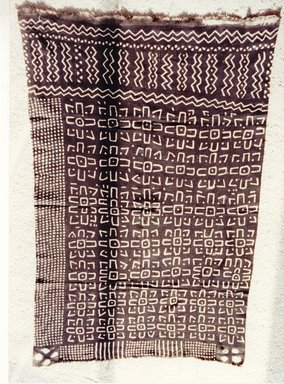 Bamana. <em>Mud-dyed Textile (Bogolan fini)</em>, late 19th-early 20th century. Cotton, natural dye, 62 x 39  in. (157.5 x 99.1  cm). Brooklyn Museum, Gift of the David and Margery Edwards Collection, 1992.67.5. Creative Commons-BY (Photo: Brooklyn Museum, CUR.1992.67.5_overall.jpg)