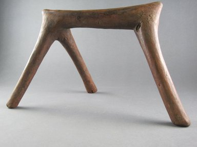 Rendille. <em>Headrest</em>, 20th century. Wood, height: 7 1/16 in. (18.0 cm). Brooklyn Museum, Gift of Ernie Wolfe III, 1993.184.5. Creative Commons-BY (Photo: Brooklyn Museum, CUR.1993.184.5_front.jpg)
