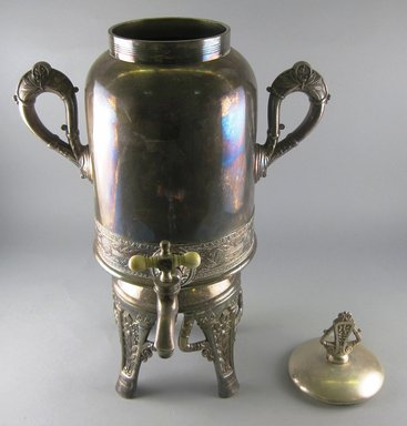 Pairpoint Manufacturing Company (1880-1929). <em>Hot Water Urn with Lid</em>, ca. 1885. Silverplate, Lid: height: 3 in. Brooklyn Museum, Gift of Paul F. Walter, 1994.119.6a-b. Creative Commons-BY (Photo: Brooklyn Museum, CUR.1994.119.6a-b_view1.jpg)