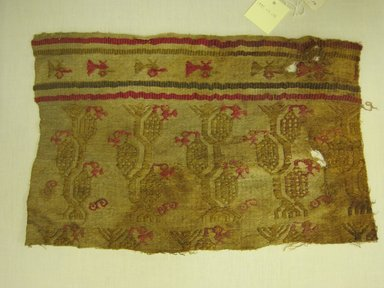 Chimú. <em>Textile Fragment, Undetermined</em>, 1000-1400. Cotton, camelid fiber, 10 1/16 x 15 3/4 in. (25.5 x 40 cm). Brooklyn Museum, Gift of Kay Hodnett Nunez, 1995.47.131. Creative Commons-BY (Photo: Brooklyn Museum, CUR.1995.47.131.jpg)