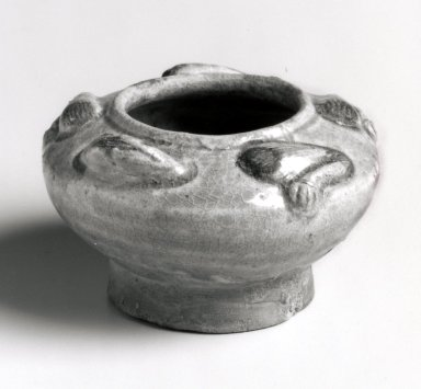 <em>Container in the Form of a Frog, Yue Ware</em>. Glazed stoneware, underglaze iron details, height: 1 3/4 in. Brooklyn Museum, Gift of George and Katharine Fan, 1996.26.16. Creative Commons-BY (Photo: Brooklyn Museum, CUR.1996.26.16_bw.jpg)
