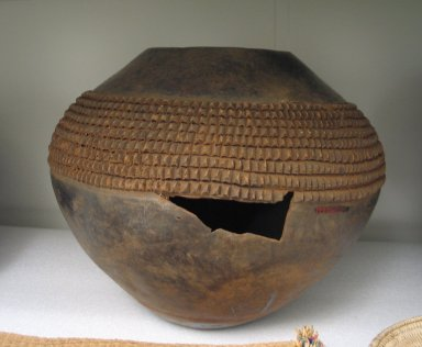 Nan Foma (Zulu). <em>Ukhamba Beer Storage Pot</em>, mid-20th century. Terracotta, H: 12 1/2 in. (31.8 cm). Brooklyn Museum, Anonymous gift, 1997.103.3. Creative Commons-BY (Photo: Brooklyn Museum, CUR.1997.103.3.jpg)