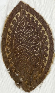 Coptic. <em>Fragment with Geometric Decoration</em>, 5th-7th century C.E. Wool, flax, 5 1/2 x 3 1/4 in. (14 x 8.3 cm). Brooklyn Museum, Anonymous gift, 1997.75. Creative Commons-BY (Photo: Brooklyn Museum (in collaboration with Index of Christian Art, Princeton University), CUR.1997.75_ICA.jpg)