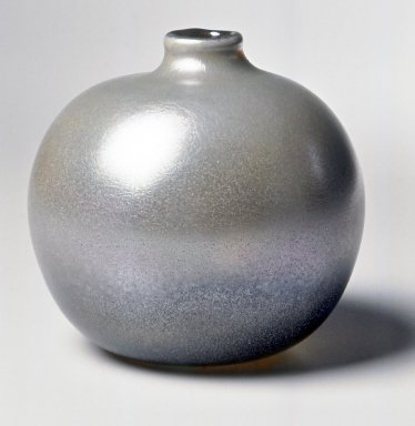 Dominick Labino (American, 1910-1987). <em>Vase</em>, 1968. Glass, 4 1/2 x 4 1/2 x 4 1/2 in. (11.4 x 11.4 x 11.4 cm). Brooklyn Museum, Gift of Emma and Jay Lewis, 1998.147.2. Creative Commons-BY (Photo: Brooklyn Museum, CUR.1998.147.2.jpg)