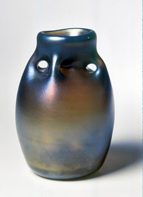 Dominick Labino (American, 1910-1987). <em>Vase</em>, 1969. Glass, 6 7/8 x 5 3/4 x 5 3/4 in. (17.5 x 14.6 x 14.6 cm). Brooklyn Museum, Gift of Emma and Jay Lewis, 1998.147.4. Creative Commons-BY (Photo: Brooklyn Museum, CUR.1998.147.4.jpg)