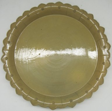 Unknown. <em>Plate</em>, 19th or 20th century. Glazed earthenware, 1 1/8 x 10 1/4 x 10 1/4 in. (2.9 x 26 x 26 cm). Brooklyn Museum, Gift of Paul F. Walter, 1999.108.16. Creative Commons-BY (Photo: Brooklyn Museum, CUR.1999.108.16.jpg)
