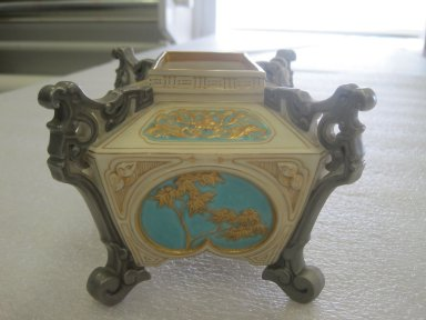 Worcester Royal Porcelain Co. (founded 1751). <em>Jardiniere</em>, 1876. Porcelain, 4 1/8 x 6 x 4 7/8 in. (10.5 x 15.3 x 12.4 cm). Brooklyn Museum, Gift of the Estate of Harold S. Keller, 1999.152.192. Creative Commons-BY (Photo: Brooklyn Museum, CUR.1999.152.192.jpg)