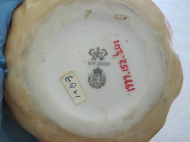Worcester Royal Porcelain Co. (founded 1751). <em>Jam Pot and Cover</em>, 1900. Porcelain, 3 3/4 x 4 1/8 x 4 1/8 in. (9.5 x 10.5 x 10.5 cm). Brooklyn Museum, Gift of the Estate of Harold S. Keller, 1999.152.201a-b. Creative Commons-BY (Photo: Brooklyn Museum, CUR.1999.152.201a-b_bottom.jpg)