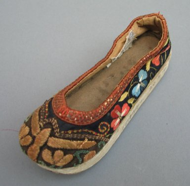 <em>Pair of Manchu Child's Shoes</em>, 19th century. Plain satin weave silk and cotton, Each: 6 5/16 x 5 1/2 in. (16 x 14 cm). Brooklyn Museum, Gift of E. J. Staber, 20.6a-b. Creative Commons-BY (Photo: Brooklyn Museum, CUR.20.6a_view1.jpg)