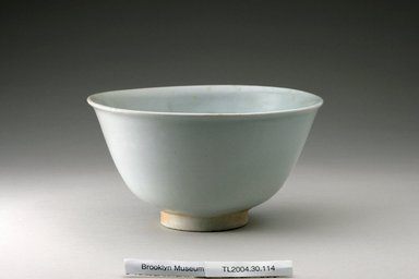 <em>Bowl</em>, 16th century. Porcelain, glaze, Height: 4 1/8 in. (10.4 cm). Brooklyn Museum, The Peggy N. and Roger G. Gerry Collection, 2004.28.132. Creative Commons-BY (Photo: Brooklyn Museum (in collaboration with National Research Institute of Cultural Heritage, , CUR.2004.28.132_view1_Heon-Kang_photo_NRICH.jpg)